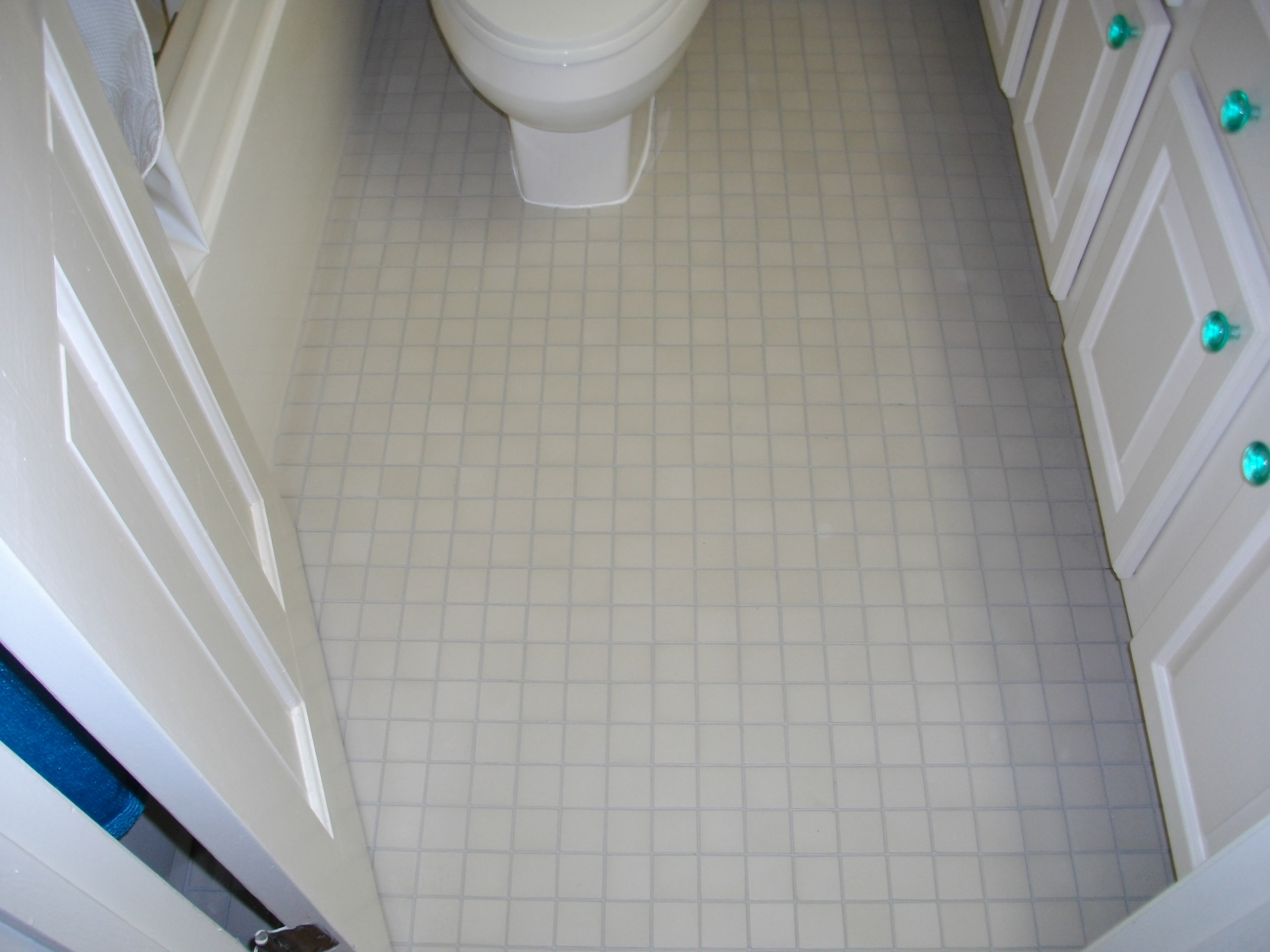 Bathroom Floor Tiles Sealing : Carolina grout works baths cleaning sealing